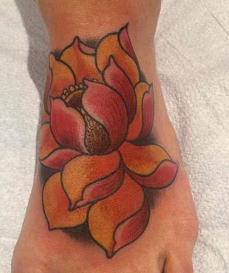 Цветной лотос на ноге