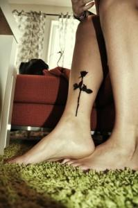 тату роза на ноге (7)