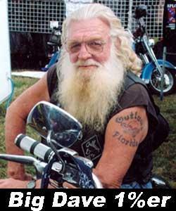 Байкерская татуировка с логотипом мотоклуба Outlaws MC