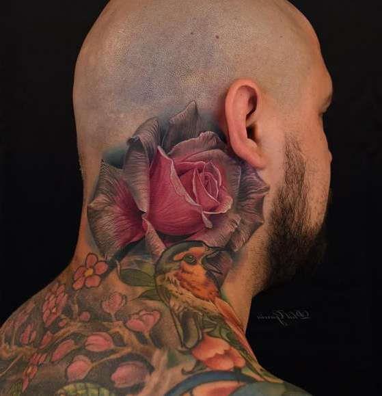 Цветная роза на шее