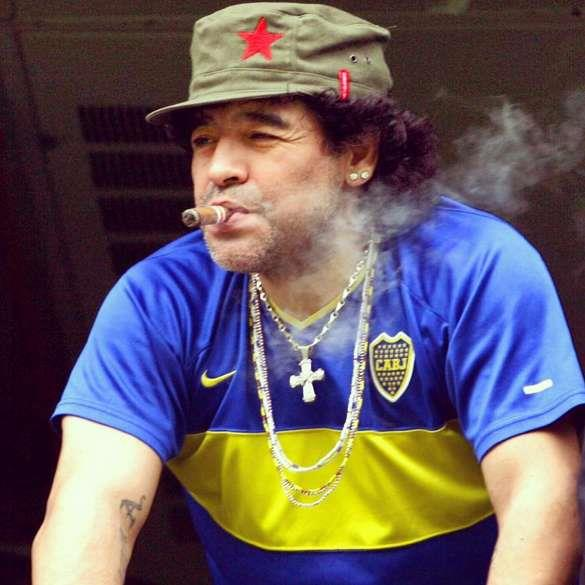 Марадона с сигарой
