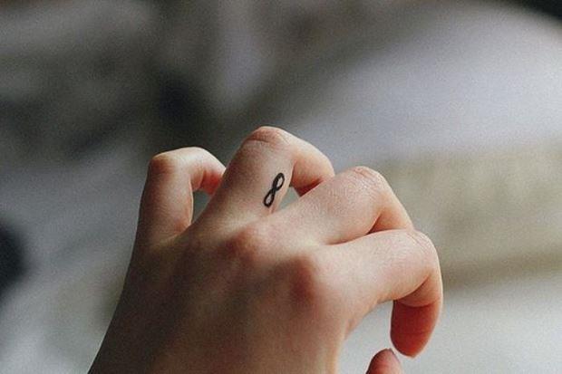 Татуировка на пальце