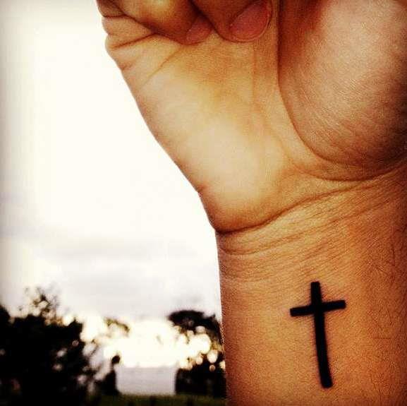 Крест на запястье