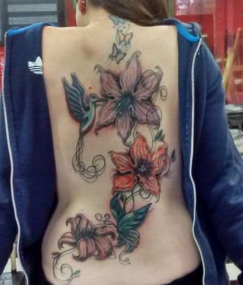Цветы на спине