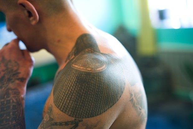Татуировки в виде эполет
