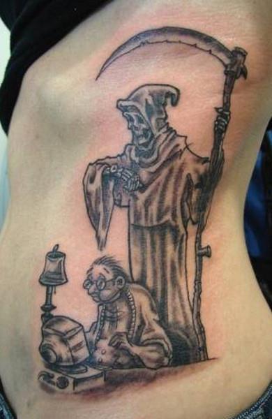 Татуировка смерть с косой у девушек