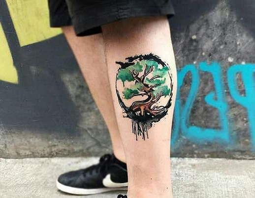 Дерево в цвете на ноге