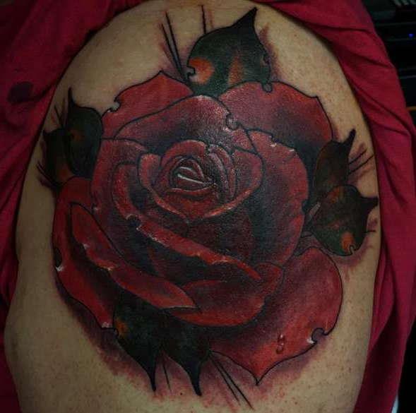 Художественная татуировка розы