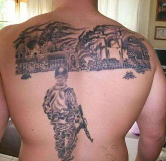 Татуировка солдата с автоматом