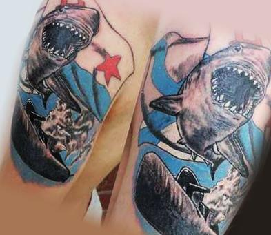 Акула с подводной лодкой в виде татуировки ВМФ