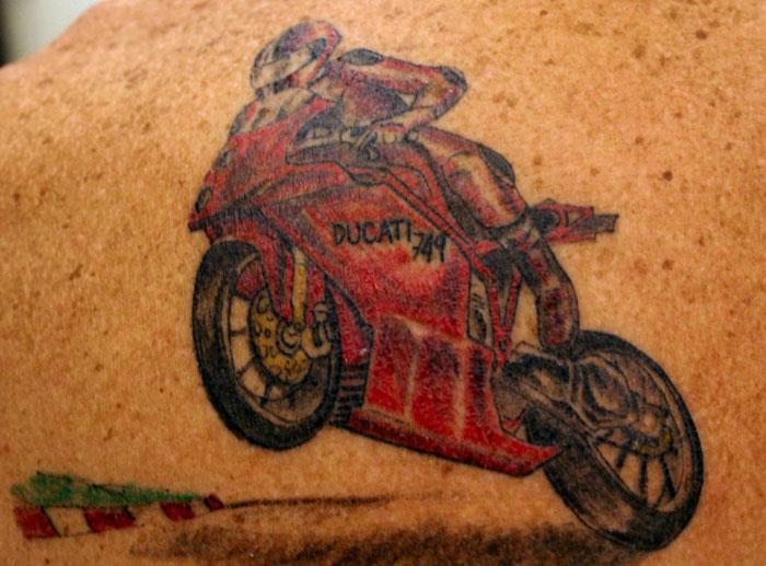 Татуировка с мотоциклом Ducati
